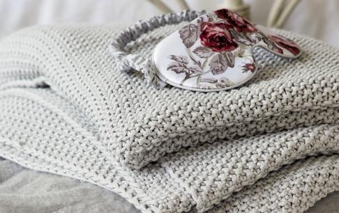 laura ashley mit textilien f r kalte tage sch ner wohnen. Black Bedroom Furniture Sets. Home Design Ideas