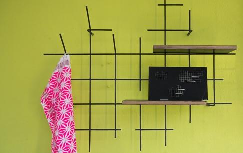 schwebende garderobe steelstyle aus holz und stahl. Black Bedroom Furniture Sets. Home Design Ideas