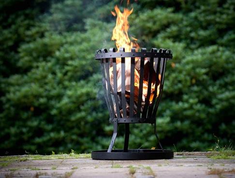 ratgeber: feuerkörbe und feuerschalen - [schÖner wohnen], Hause und Garten