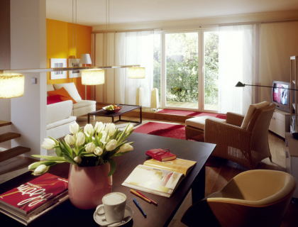 Kräftige Farben für ein Wohnzimmer   [SCHÖNER WOHNEN]