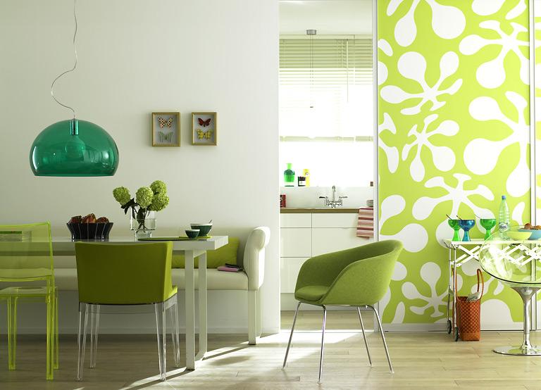 k che mit charmantem stilmix w nde in fr hlingsfarben 7. Black Bedroom Furniture Sets. Home Design Ideas