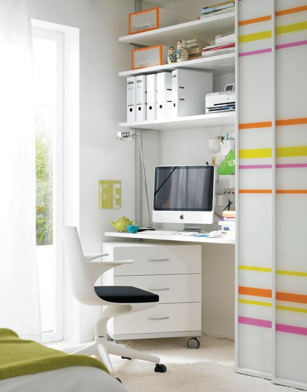 arbeitszimmer schreibtisch versteckt hinter gleitt ren sch ner wohnen. Black Bedroom Furniture Sets. Home Design Ideas