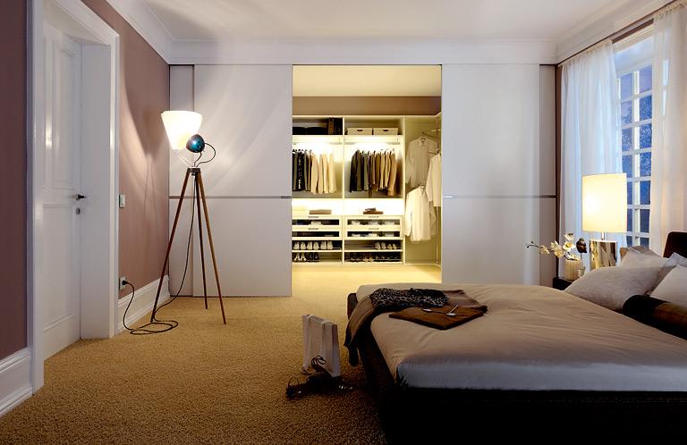 luxus: der traum vieler frauen: ein begehbarer kleiderschrank, Badezimmer