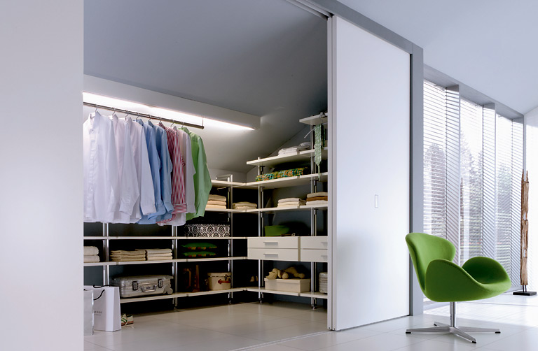 begehbare kleiderschr nke beta nova zugtruhen. Black Bedroom Furniture Sets. Home Design Ideas