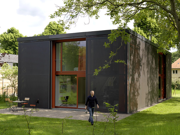 platz wohnbox mit textilfassade haus des jahres sch ner wohnen. Black Bedroom Furniture Sets. Home Design Ideas