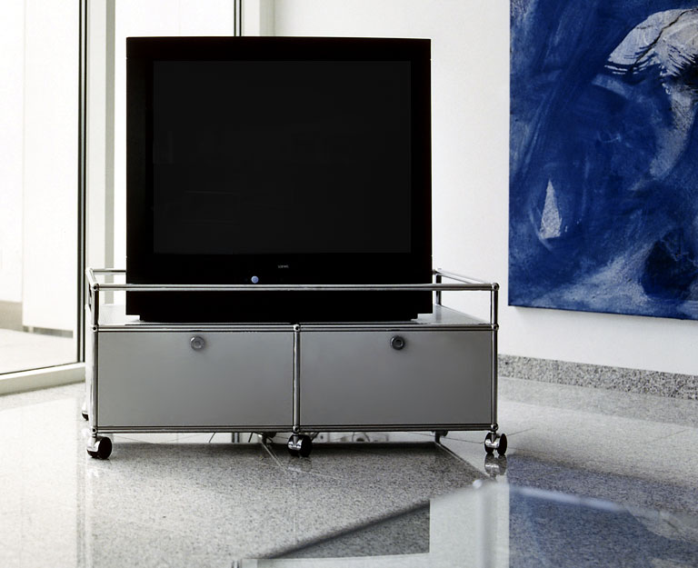 mobile tv bank von usm bild 7 sch ner wohnen. Black Bedroom Furniture Sets. Home Design Ideas