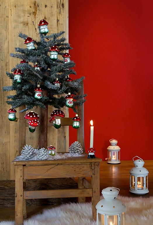 winterwald stimmung mit glitzernden pilzanh ngern und laternen bild 13 sch ner wohnen. Black Bedroom Furniture Sets. Home Design Ideas