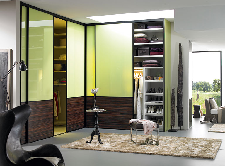begehbarer kleiderschrank einrichtungen mit begehbaren kleiderschr nken sch ner wohnen. Black Bedroom Furniture Sets. Home Design Ideas