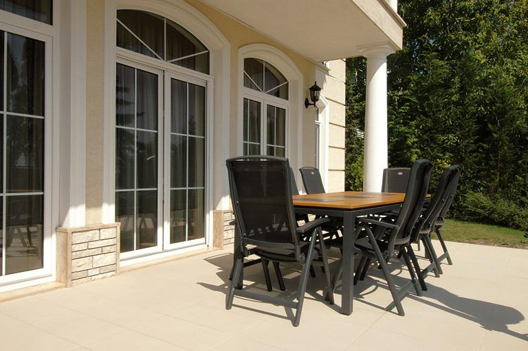 eleganter boden mit der fliese percorsi von marazzi fliesen f r terrasse und balkon 14. Black Bedroom Furniture Sets. Home Design Ideas