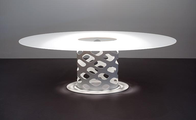 der gro e tisch wie ein pilz containertisch von moooi sch ner wohnen. Black Bedroom Furniture Sets. Home Design Ideas