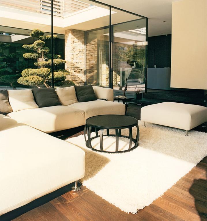 kombiniertes wohn und esszimmer in ehemaliger kirche wohnzimmer in architektenh usern 18. Black Bedroom Furniture Sets. Home Design Ideas