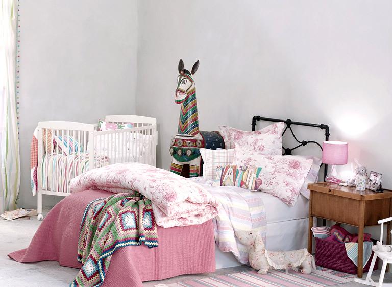 home collections kunterbuntes kinderbett bild 24. Black Bedroom Furniture Sets. Home Design Ideas