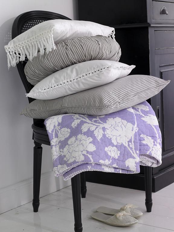 kissen deko f r das sofa sch ner wohnen. Black Bedroom Furniture Sets. Home Design Ideas