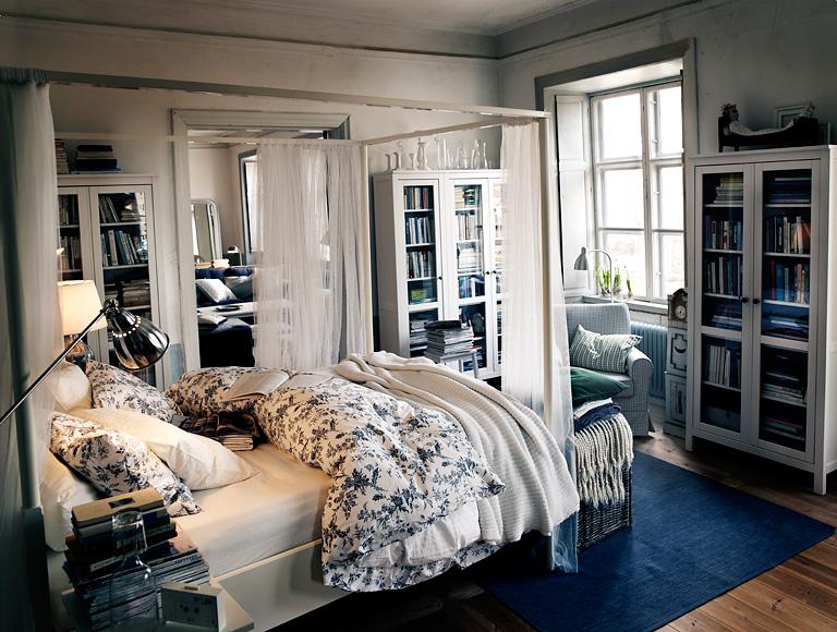 einrichten geschichten erz hler der hemnes vitrinenschrank bild 2 sch ner wohnen. Black Bedroom Furniture Sets. Home Design Ideas
