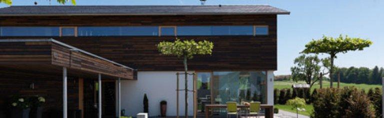 1 platz modernes holzhaus mit tradition sch ner wohnen. Black Bedroom Furniture Sets. Home Design Ideas