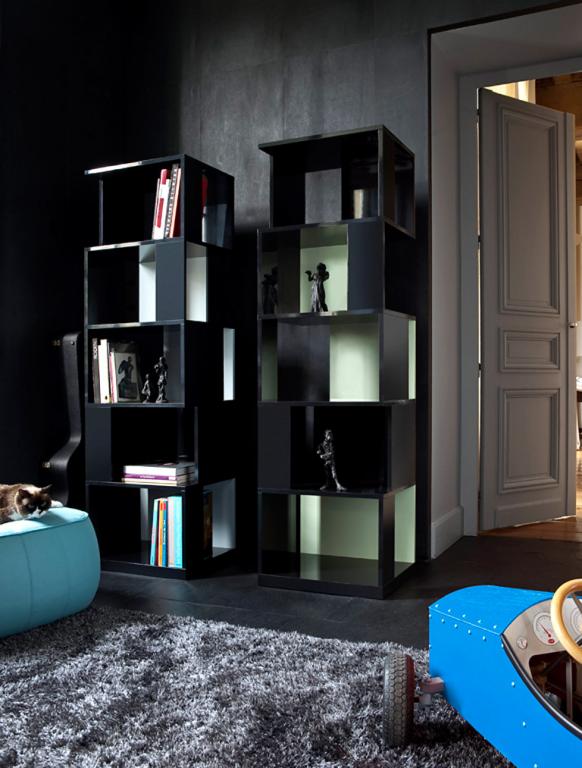 turmbau regal tours von ligne roset regal tours ist ein solist es wirkt am besten wenn es. Black Bedroom Furniture Sets. Home Design Ideas