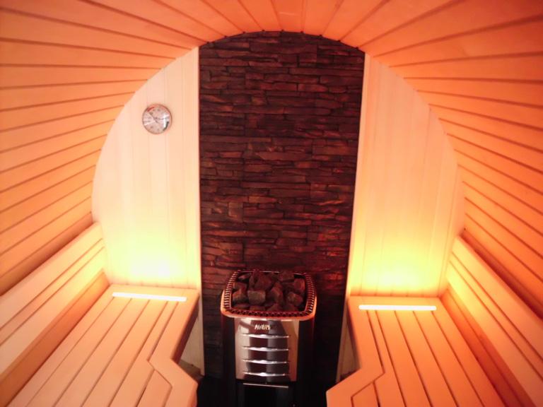 fass sauna von schnitzler f r den garten die sch nsten heim saunen 7 sch ner wohnen. Black Bedroom Furniture Sets. Home Design Ideas