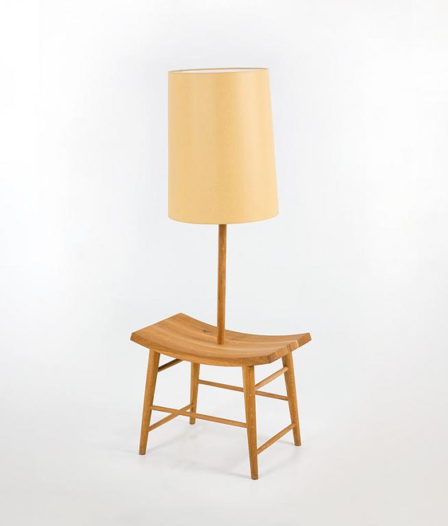 beistelltisch und leuchte in einem von autoban bild 3 sch ner wohnen. Black Bedroom Furniture Sets. Home Design Ideas