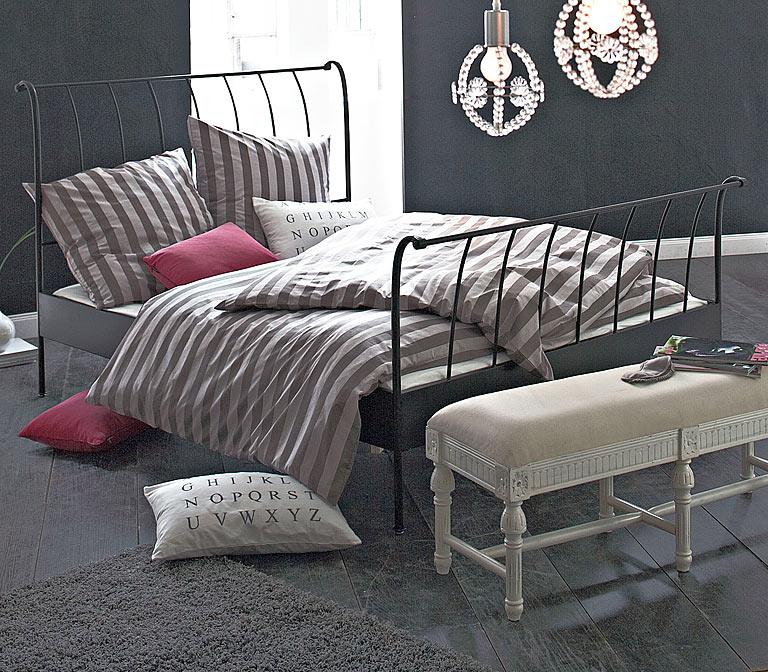 fotostrecke bett mit metallrahmen von impressionen bild. Black Bedroom Furniture Sets. Home Design Ideas