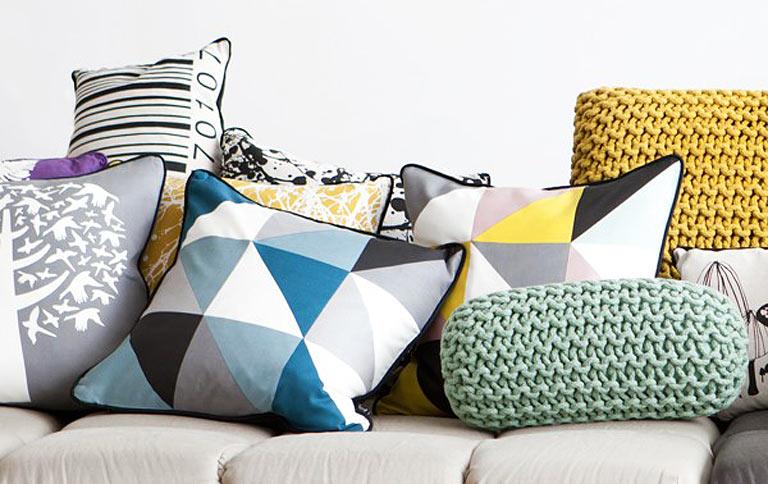 kissen aus seide in retro farben sch ner wohnen. Black Bedroom Furniture Sets. Home Design Ideas