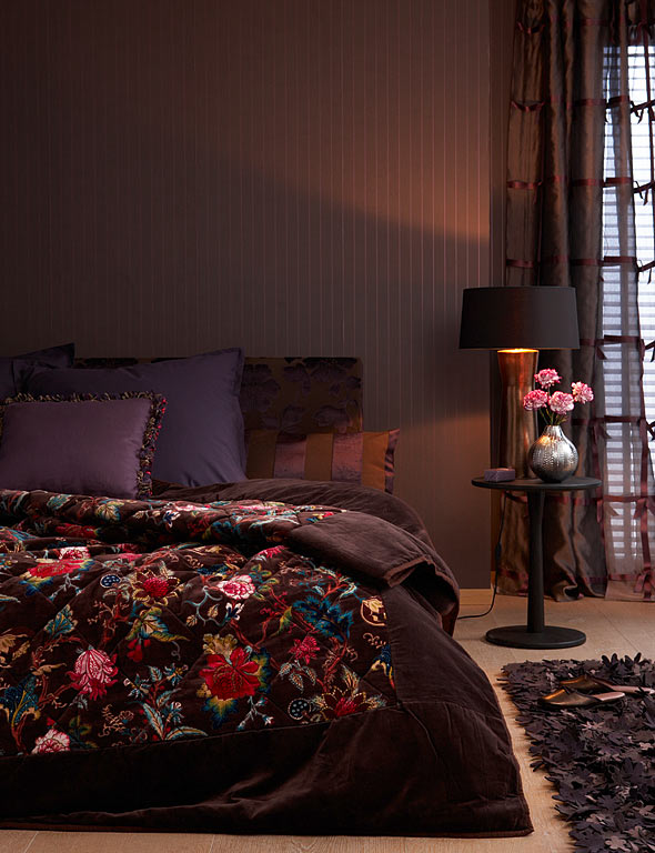 anthrazit dunkelgr n aubergine dunkle wandfarben sch ner wohnen. Black Bedroom Furniture Sets. Home Design Ideas