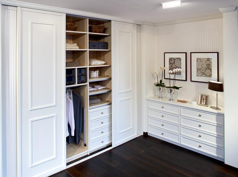wie man einen kleiderschrank mit system einrichtet sch ner wohnen. Black Bedroom Furniture Sets. Home Design Ideas
