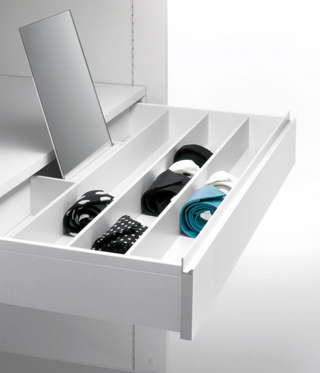 schubladeneinsatz mit glasfront bei h lsta begehbare kleiderschr nke anbieter und systeme 9. Black Bedroom Furniture Sets. Home Design Ideas