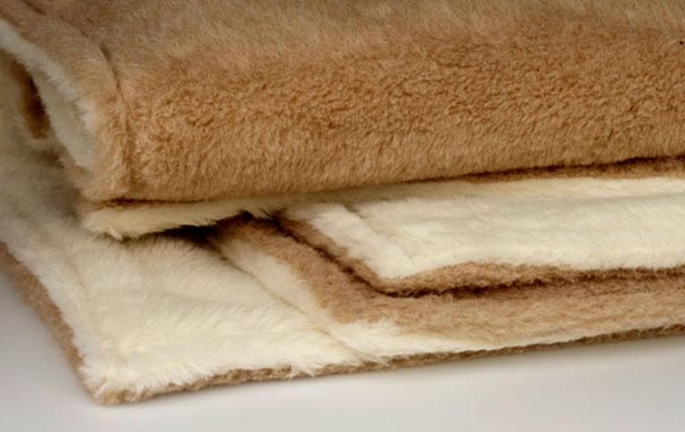 fotostrecke mollig warm wolldecke maharani von ritter bild 15 sch ner wohnen. Black Bedroom Furniture Sets. Home Design Ideas