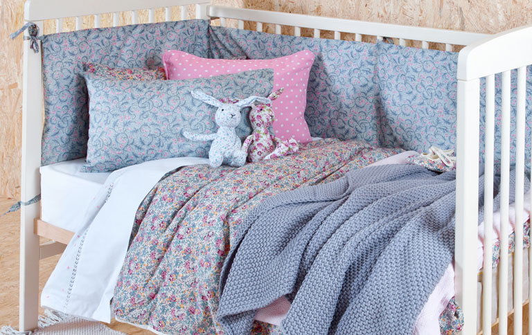 kinderbettw sche von liberty bei zara sch ner wohnen. Black Bedroom Furniture Sets. Home Design Ideas