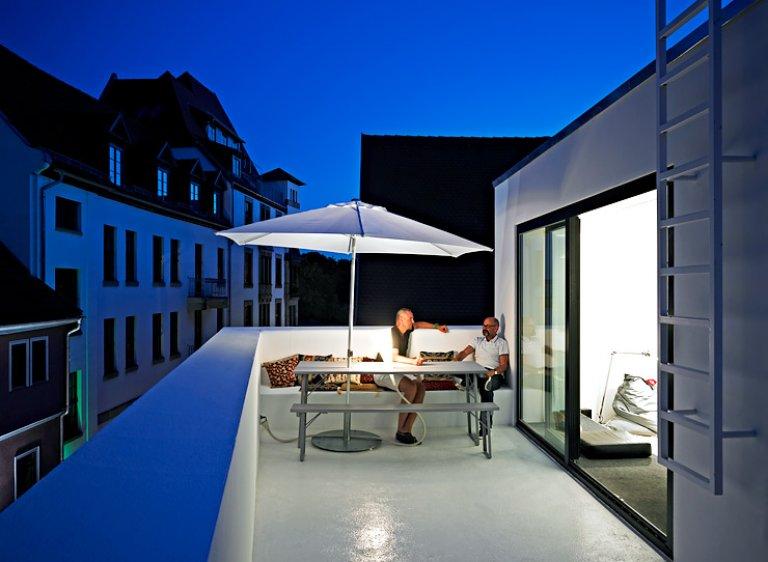architektenh user wohnkubus in altstadtlage sch ner. Black Bedroom Furniture Sets. Home Design Ideas