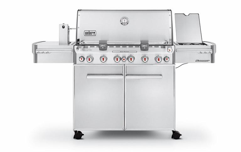 Weber Outdoor Küche Preis : Outdoorküche in italien mit weber grill und Überdachung
