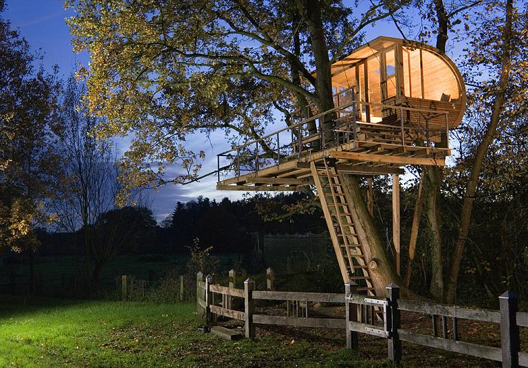 Baugenehmigung für großes Baumhaus müssen Sie holen