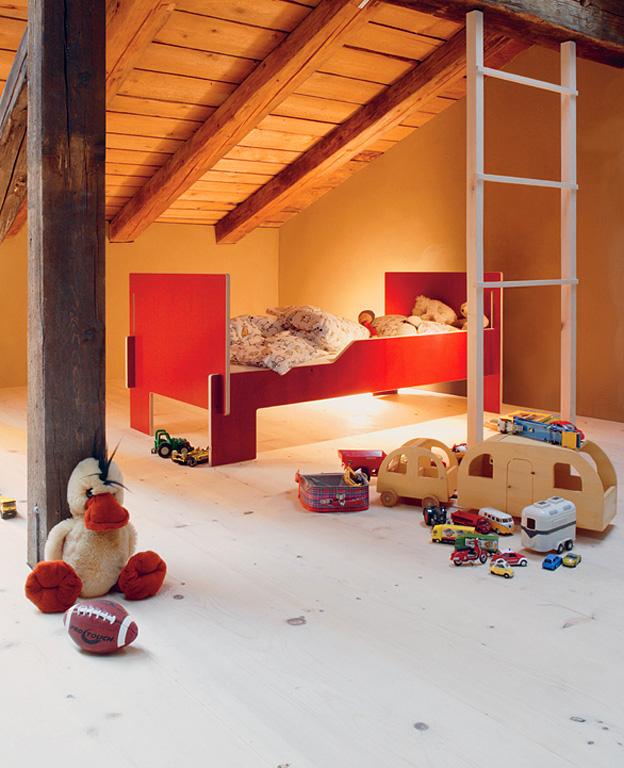 kinderbett bonaldo mit integriertem g stebett kinderbetten von klassisch bis abenteuerlich 1. Black Bedroom Furniture Sets. Home Design Ideas