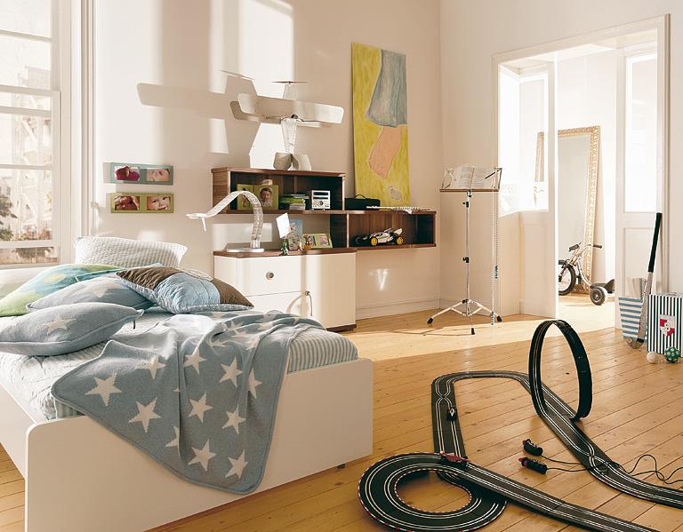 jannik hochbett und schreibtisch in einem kinderbetten. Black Bedroom Furniture Sets. Home Design Ideas