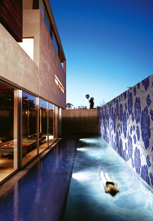 mit fliesen einrichten rund um den pool fliese zante von bisazza bild 3 sch ner wohnen. Black Bedroom Furniture Sets. Home Design Ideas