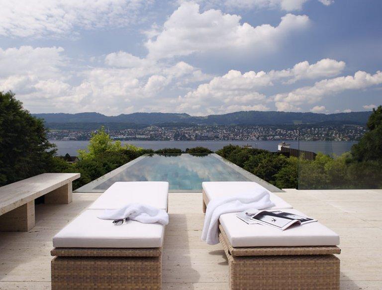 pool mit blick auf den z richsee bild 12 sch ner wohnen. Black Bedroom Furniture Sets. Home Design Ideas