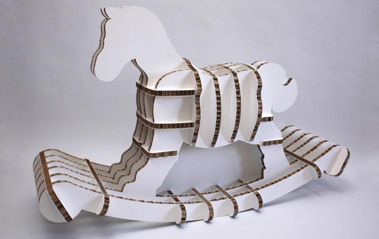 umfeldfreundliches schaukelpferd aus karton sch ner wohnen. Black Bedroom Furniture Sets. Home Design Ideas