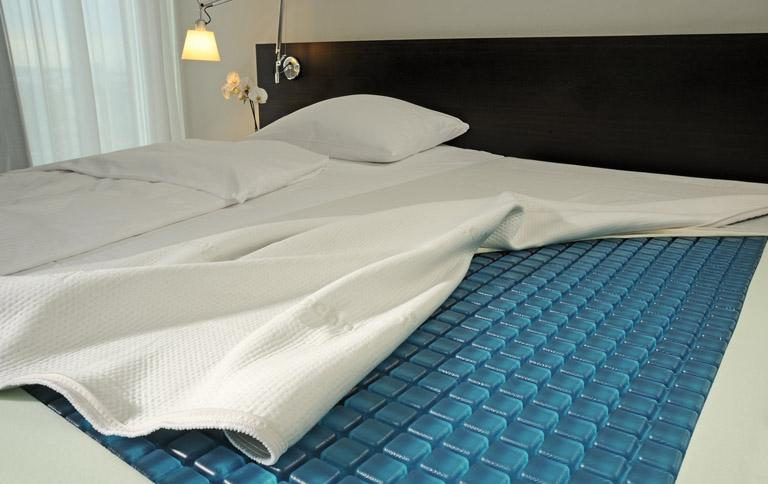 matratze mit gel sch ner wohnen. Black Bedroom Furniture Sets. Home Design Ideas