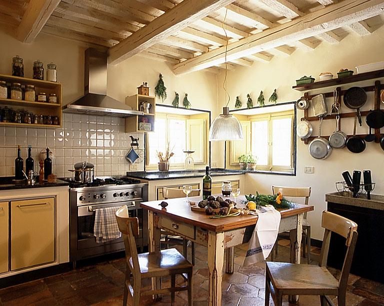 im alten stil aufgebaut landhaus sch ner wohnen. Black Bedroom Furniture Sets. Home Design Ideas