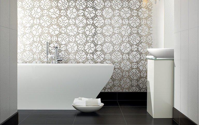 weisse k che mit mosaikfliesen die besten einrichtungsideen und innovative m belauswahl. Black Bedroom Furniture Sets. Home Design Ideas