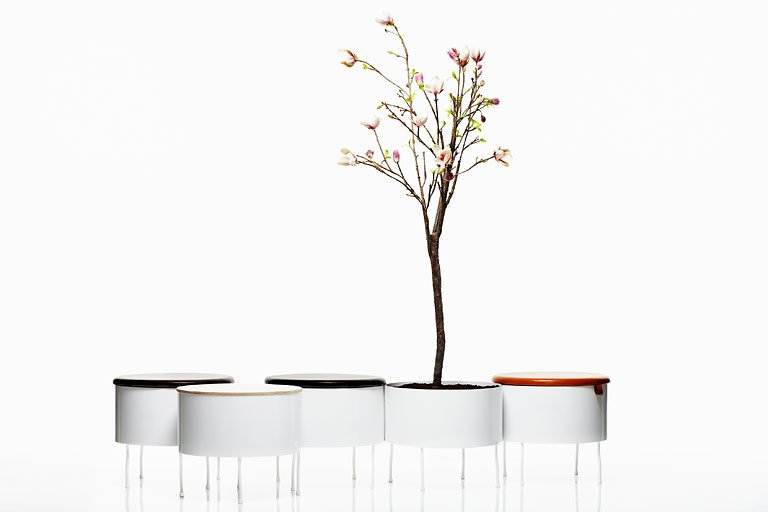 Für jeden Stil: Blumenkasten mit Bank:  Green Pedestals  von Front ...