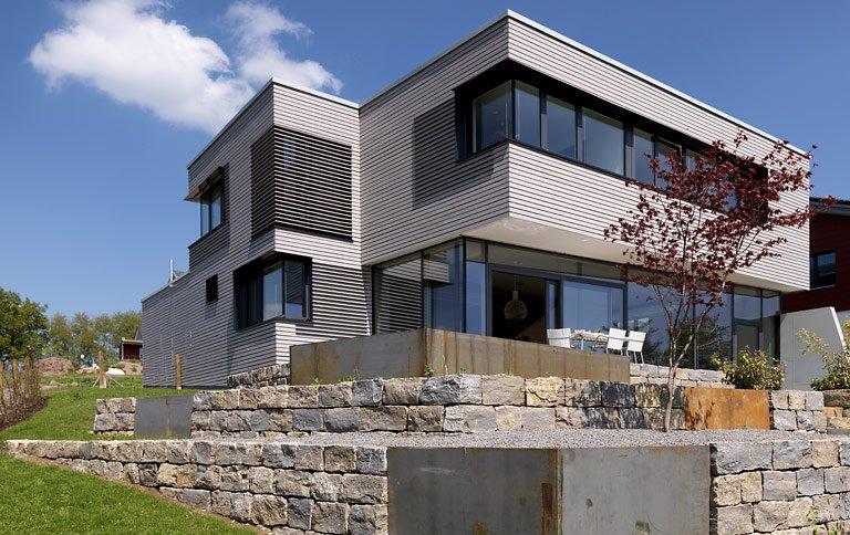 3 platz haus vereint natur und architektur sch ner wohnen. Black Bedroom Furniture Sets. Home Design Ideas