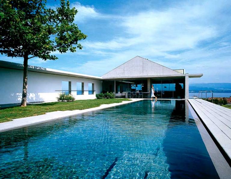 villa aus beton und glas am genfer see sch ner wohnen. Black Bedroom Furniture Sets. Home Design Ideas