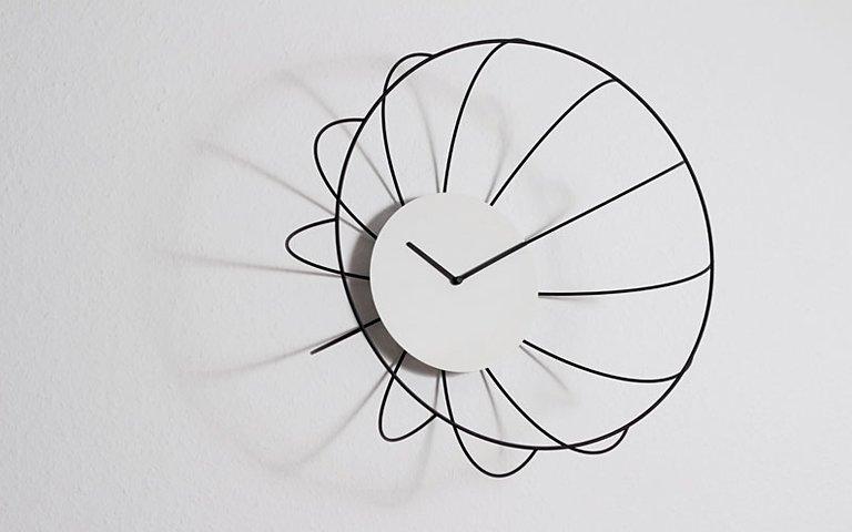 uhr als raumskulptur von njustudio sch ner wohnen. Black Bedroom Furniture Sets. Home Design Ideas