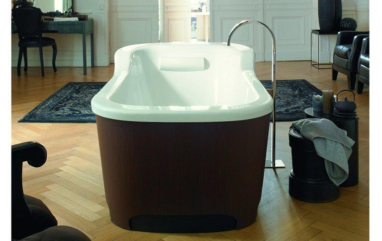 freistehende badewanne mit holzverkleidung sch ner wohnen. Black Bedroom Furniture Sets. Home Design Ideas