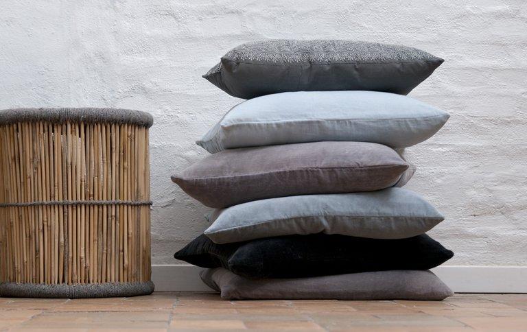 samtige kissen in puderfarben sch ner wohnen. Black Bedroom Furniture Sets. Home Design Ideas
