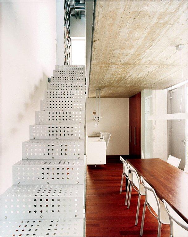 treppe aus stahlblech bild 3 sch ner wohnen. Black Bedroom Furniture Sets. Home Design Ideas