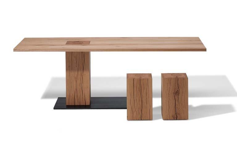 tisch mit asymmetrischer form sch ner wohnen. Black Bedroom Furniture Sets. Home Design Ideas