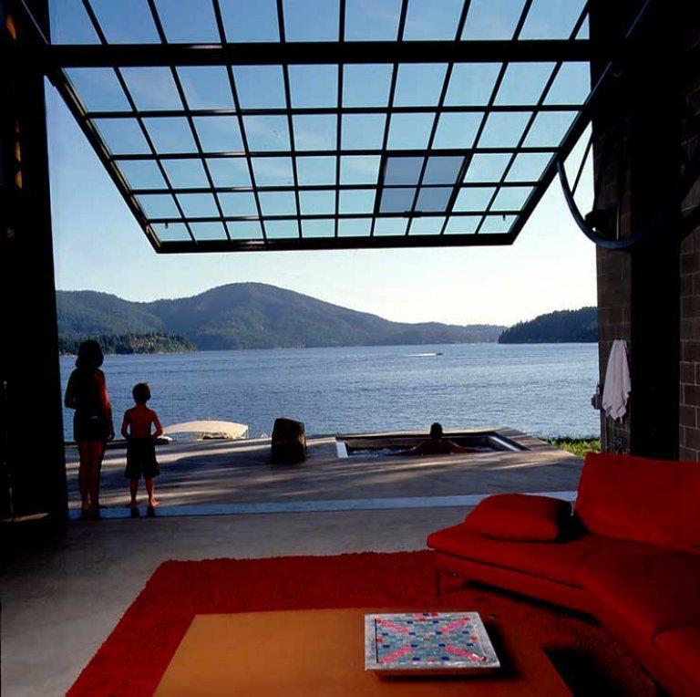 wochenendhaus mit schwenkbarer fassade sch ner wohnen. Black Bedroom Furniture Sets. Home Design Ideas