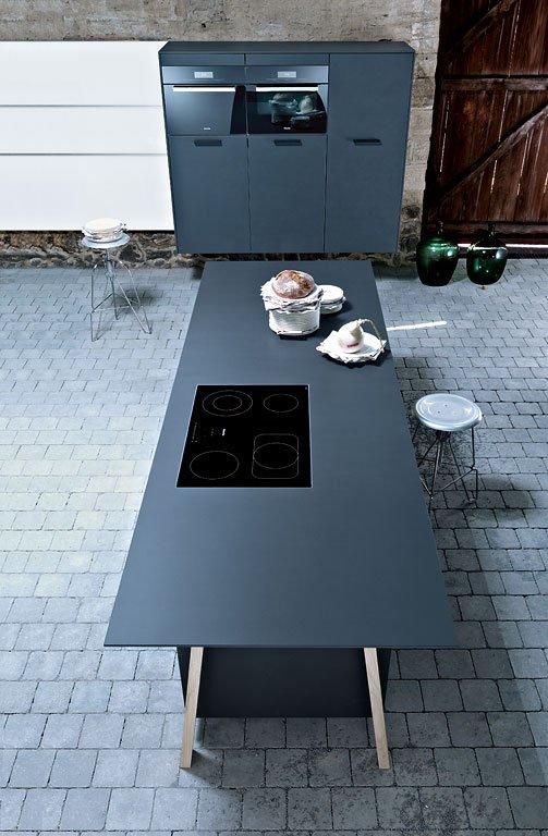 Wohnzimmer und Kamin gartenhäuser planen : Keramik, Glas und Stahl in der Ku00fcche - [SCHu00d6NER WOHNEN]